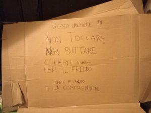 Vicenza, linea dura contro i clochard: coperte gettate via e multe anti Covid a raffica