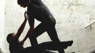 Madre e figlio picchiano un 31enne in un parcheggio: era un raid punitivo ma avevano sbagliato persona