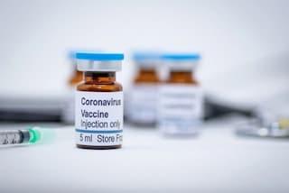 """Vaccini, ceo delle farmaceutiche all'Europarlamento. AstraZeneca: """"40 milioni di dosi entro marzo"""""""