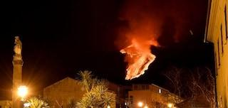 Sesta eruzione in otto giorni per l'Etna: cosa sta succedendo