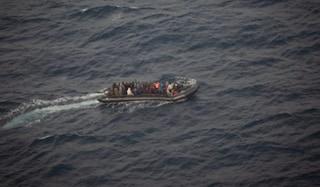 """Soccorsi 89 migranti, tra loro una donna che ha appena partorito: """"Lei e la neonata stanno bene"""""""