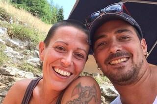 Femminicidio a Cortesano, imprenditore uccide l'ex moglie a colpi di accetta, poi tenta il suicidio