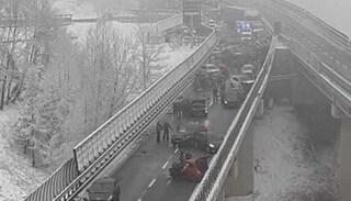 Maxi incidente sull'autostrada Torino-Bardonecchia: 25 veicoli coinvolti, 2 morti e 31 feriti
