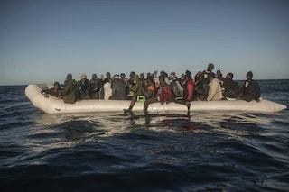 Migranti, in una settimana oltre 300 persone sono state intercettate in mare e respinte in Libia