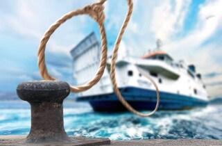 Messina, colpito in pieno da una cima durante l'ormeggio della nave, marinaio muore sul colpo