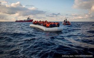 Ocean Viking ad Augusta, avviati i controlli sanitari e tamponi per i 422 migranti
