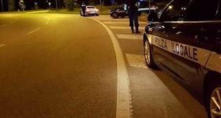 Tragedia a Venezia, urtato da una vettura cade in strada e viene travolto e ucciso da un furgone
