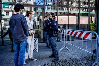 Cagliari, assembramento in un bar, un uomo brandisce una motosega contro i carabinieri