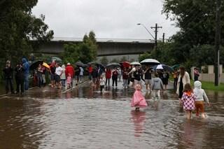 """""""Una situazione che si vede una volta ogni 100 anni"""", le inondazioni devastano l'Australia"""