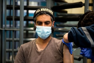 """Mentre Israele riapre, in Palestina si muore ancora di Covid: """"Ospedali pieni e giovani intubati"""""""