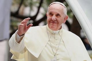 Papa Francesco regala per Pasqua 1.200 dosi di vaccino anti Covid ai poveri