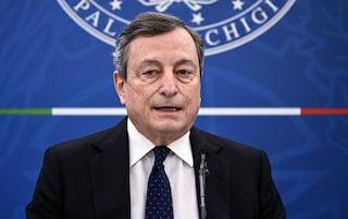Il piano di Draghi per le riaperture: prima di allentare le misure vanno vaccinati gli over 70