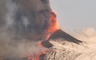 Etna, fontana di lava dal Cratere di Sud-Est: la spettacolare attività stromboliana del vulcano