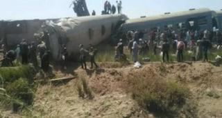 Egitto, scontro frontale tra due treni, vagoni deragliati: 32 morti e 66 passeggeri feriti