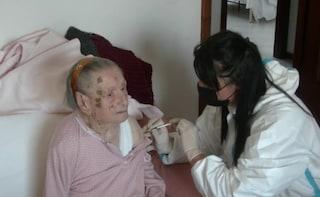 Nonna Natalina si vaccina contro il Covid a 108 anni: è tra le più anziane d'Italia