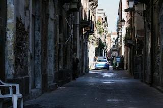 """Catania, prostituzione e caos nel quartiere San Berillo: """"Una trans picchiata dalla polizia"""""""