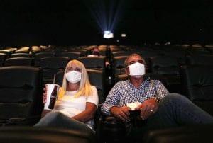 Green pass, verso l'aumento della capienza di cinema e teatri all'80% e l'apertura delle discoteche
