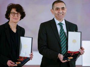 Uğur Şahin con la moglie Özlem Türeci