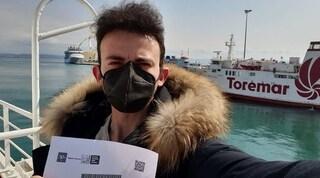 Due ore d'auto e una di traghetto per fare il vaccino Covid: la storia di Francesco, 29enne fragile