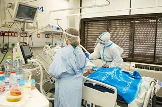 Israele, terapie intensive si svuotano e Rt a 0,6: cosa succede se si vaccina il 60% della popolazione