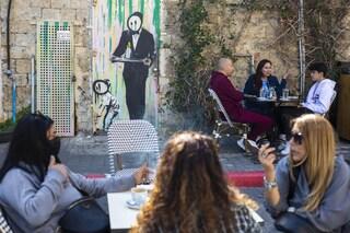 Covid, in Israele riaprono bar, ristoranti e cinema grazie alla campagna di vaccinazione
