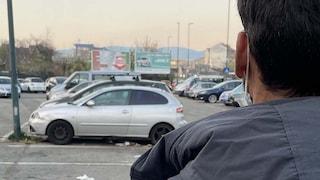 """Torino, Rachid dorme in auto e i vigili urbani gliela rimuovono: """"Voglio morire"""""""