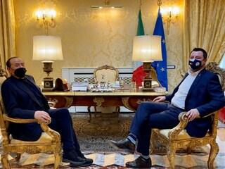 Da Salvini a Berlusconi, il centrodestra spinge per l'utilizzo del vaccino russo Sputnik in Italia