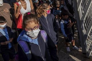 """Mascherine a scuola, il Consiglio di Stato: """"Verificare che non sia pericolosa per bimbi"""""""