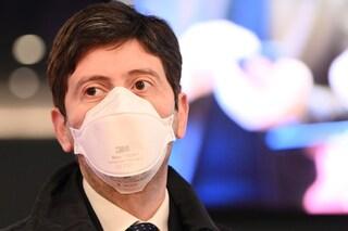 """Speranza: """"Da lunedì via mascherine all'aperto, valuteremo se abolirle al chiuso tra vaccinati"""""""