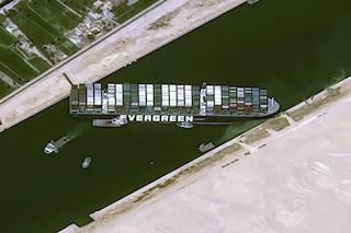 Canale di Suez bloccato, migliaia di animali sulle navi rischiano di restare senza acqua né cibo