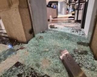 Negozi distrutti, bombe carta e violenza contro le misure anti Covid: raffica di arresti a Torino