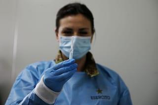 Il centrodestra vuole rendere obbligatori i vaccini anticovid per medici e infermieri