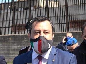 Matteo Salvini fuori dall'aula bunker di Catania