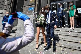 Covid, le linee guida per matrimoni e congressi: mascherina obbligatoria quando non si è al tavolo