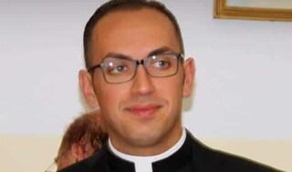 """Enna, prete arrestato per abusi su minore. Familiari vittima: """"Ci hanno offerto 25mila euro per non dire niente"""""""