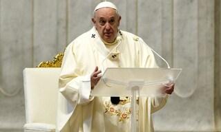 """Papa Francesco nell'omelia di Pasqua: """"In questa buia pandemia Cristo ci dice di ricominciare"""""""