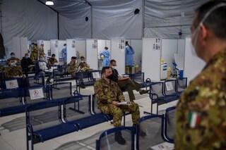 Vaccinazioni Covid con AstraZeneca sospese da oggi per militari e forze dell'ordine
