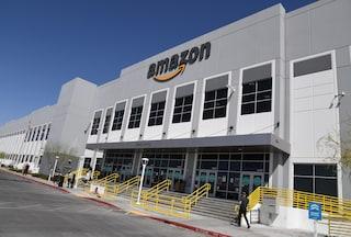 Amazon ammette: dipendenti costretti a fare pipì nelle bottiglie per non tardare le consegne