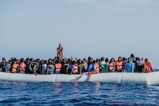 Ocean Viking soccorre 236 migranti: tra di loro 114 minori non accompagnati e un neonato