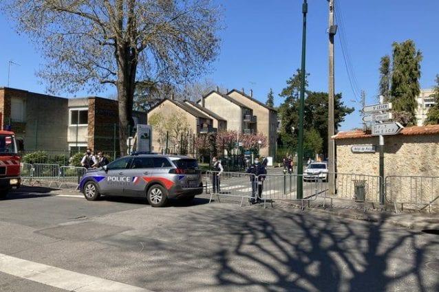 Il luogo dell'aggressione a Rambouillet, Francia (Twitter)