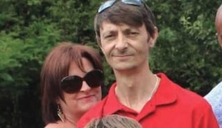 Difende il figlio di 11 anni dai bulli al parco, padre picchiato e ridotto in fin di vita