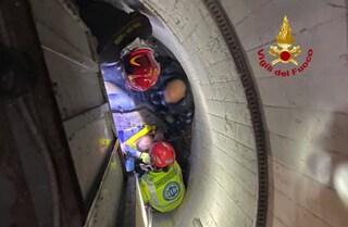 Favaro Veneto, bimba si appoggia all'ascensore e precipita nel vano per metri: illesa per miracolo