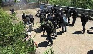 """Val Susa, manifestante No Tav ferita al volto: è grave. Gli attivisti: """"Colpita da un lacrimogeno"""""""