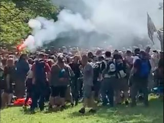 Rave party a Bologna, centinaia di persone ballano al parco senza mascherina