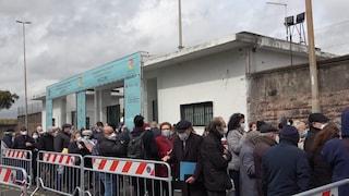Assembramenti e code, in Sicilia si apre così il weekend dei vaccini AstraZeneca senza prenotazione