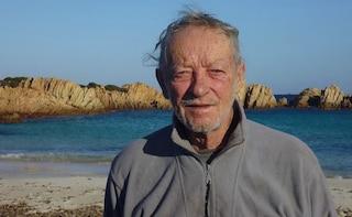 """Mauro Morandi lascia l'Isola di Budelli, l'ultimo guardiano dice addio al """"paradiso terrestre"""""""