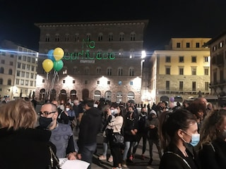 """""""Scoprifuoco"""" a Firenze, in 200 in piazza a protestare dopo le 22: 57 multe e denunce"""