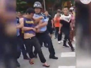 Il presunto aggressore fermato dalla polizia