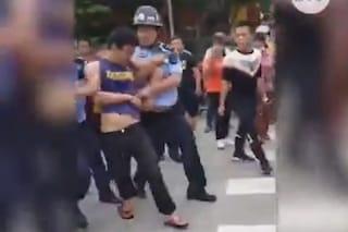 """Cina, attacco con coltello all'asilo: 2 bimbi morti, 14 feriti. L'aggressore """"bullizzato a scuola"""""""