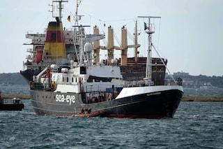 """Migranti, la Sea Eye ancora in mare. Il sindaco di Palermo: """"Il nostro porto pronto ad accoglierla"""""""